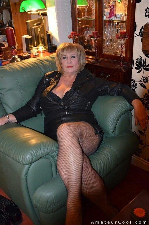 Susana recommends Girl brunette subway lingerie