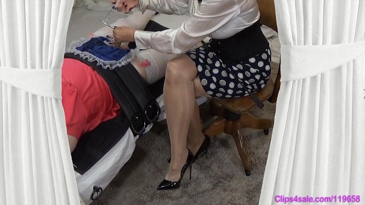 Erotic Pix Maid 3some deepthroat skinny
