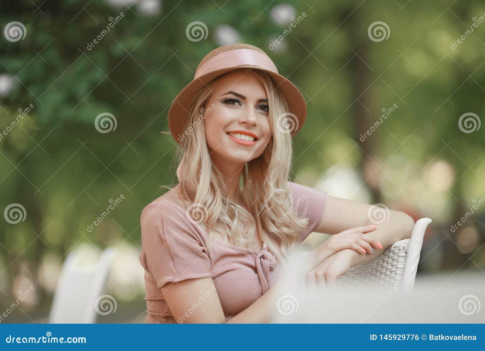 bending young blonde Outdoor