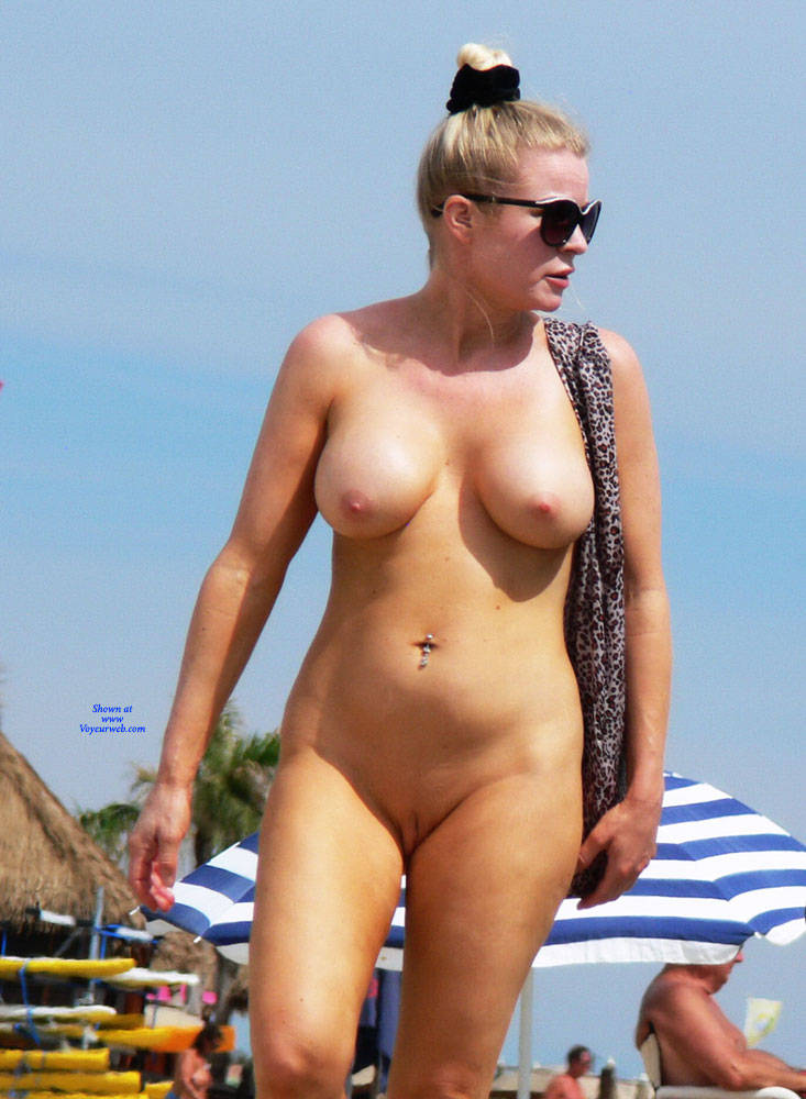 Shaved beauty wanking outdoor
