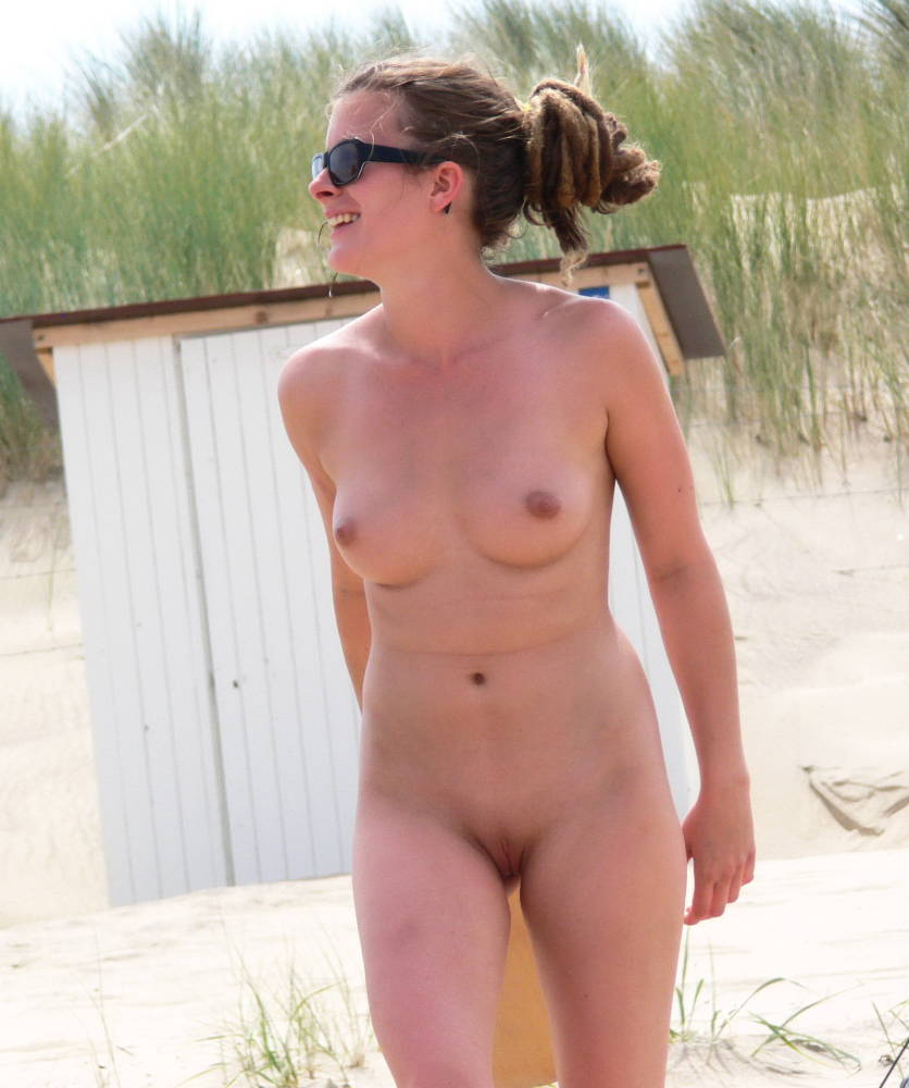 outdoor Shaved beauty wanking