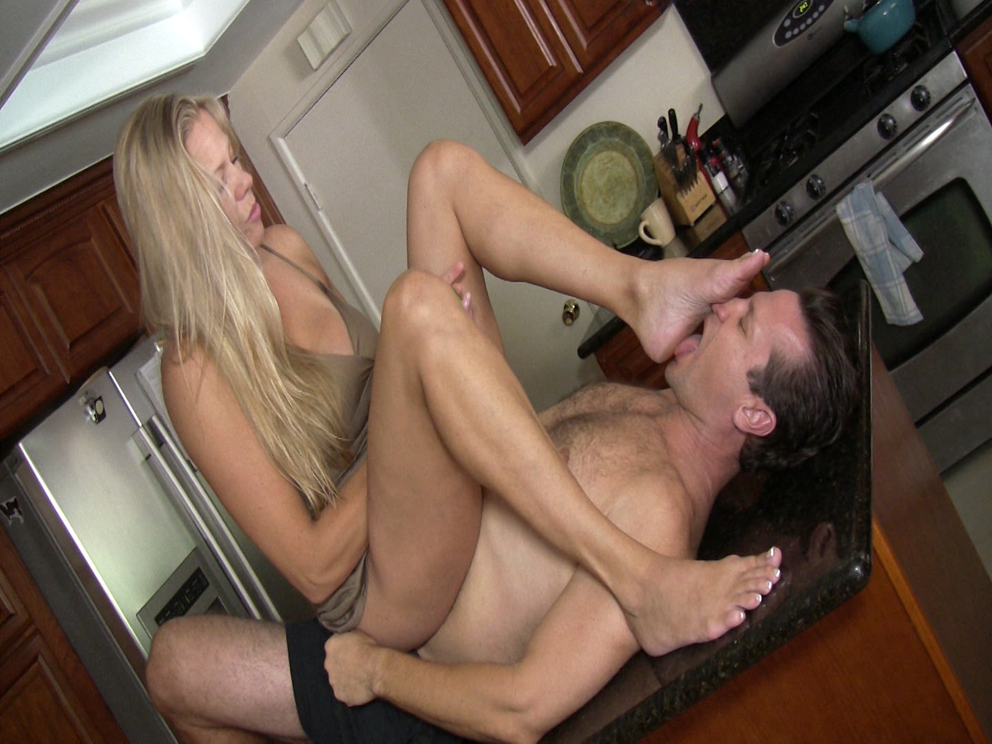 Porn tube Shared grannies amateur pissing