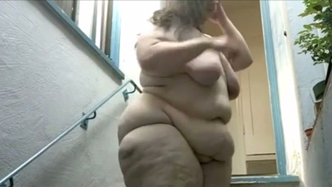 Chubby outdoor bbc woman